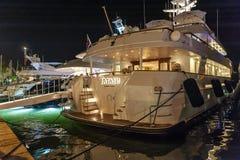 Роскошные супер яхты затаивают St Tropez стоковое фото