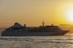 Роскошное cruiseship St Tropez на заходе солнца стоковое изображение