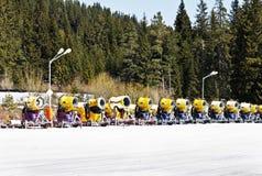 Żółci śnieżni działa Zdjęcia Stock