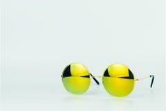 Żółci cieni okulary przeciwsłoneczni odizolowywający na bielu Fotografia Stock