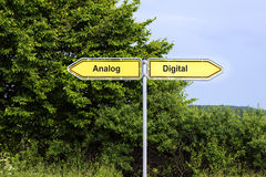 Żółci drogowi znaki wskazuje w opposite kierunkach z tekstem Analnym Zdjęcia Stock