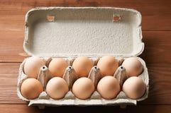 Żółci jajka w tacy obrazy stock