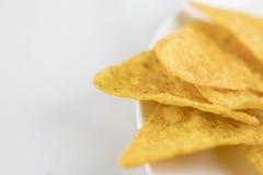 Żółci kukurydzanego Tortilla układy scaleni, zbliżenie strzał Fotografia Stock