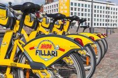 Żółci miasto bicykle dla czynszu, Helsinki Zdjęcia Stock