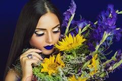Żółci słoneczniki i błękitni irysy Zdjęcie Royalty Free