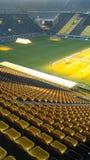 Żółci siedzenia przy Sygnałowym Iduna parka stadium obraz stock