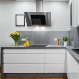 Żółci tulipany w kuchni Obraz Royalty Free