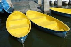 Żółta łódź w stawie Fotografia Stock