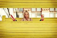 Żółta ławka Zdjęcia Stock