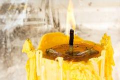 Żółta świeczka obrazy stock