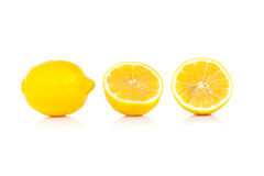 Żółta dojrzała cytryna odizolowywająca na bielu zdjęcie royalty free