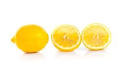 Żółta dojrzała cytryna odizolowywająca na bielu obraz royalty free