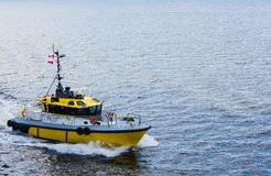Żółta i Czarna Pilotowa łódź w kącie rama Obraz Royalty Free