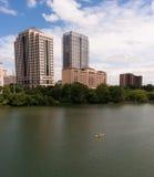 Żółta kajaka Austin Teksas miasta linii horyzontu Kolorado W centrum rzeka Fotografia Royalty Free