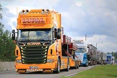Żółta przedstawienie ciężarówka Scania LUPAL fotografia stock