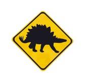 Żółta ruch drogowy etykietka z dinosaura piktogramem odizolowywającym Zdjęcia Stock