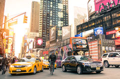 Żółta taxi taksówka i godziny szczytu przekrwienie w Manhattan Nowy Jork zdjęcie royalty free