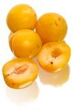 Żółte śliwki na bielu Obrazy Royalty Free