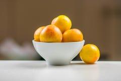 Żółte śliwki w pucharze Obraz Royalty Free