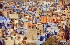 Żółte koloru i błękita betonowe budowy dziejowy miasto w India Fotografia Royalty Free