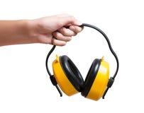 Żółte ochronne uszate mufki w ręce Odizolowywającej na bielu Obrazy Royalty Free