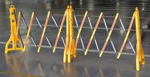 Żółte Przenośne Plastikowe bariery Blokuje drogę Obrazy Stock