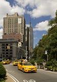 Żółte taksówki i Empirowy stan Zdjęcie Stock