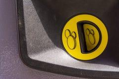 Żółtego Menniczej szczeliny majcheru zapłaty Plastikowy Maszynowy Jawny finanse Obrazy Royalty Free