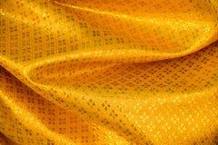 Żółtego złota tła Tajlandzka tkanina wyplatająca tekstura Obraz Stock