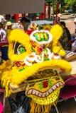 Żółtej smok głowy Seattle Chinatown kostiumowy festiwal Zdjęcia Stock