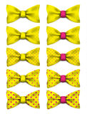 Żółty łęku krawat z menchiami kropkuje ustaloną realistyczną wektorową ilustrację Obrazy Stock
