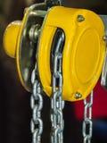 Żółty łańcuszkowy dźwignik Obrazy Stock
