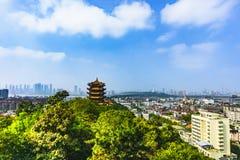 Żółty żurawia wierza w Wuhan fotografia royalty free