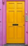 Żółty drzwi Zdjęcia Stock