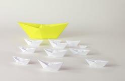 Żółty i biały papier wysyła origami Fotografia Royalty Free