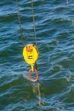 Żółty i Pomarańczowy Turnbuckle Nad morzem Zdjęcie Stock