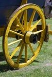 Żółty koło antyczny furgon Fotografia Stock
