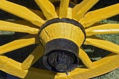 Żółty koło antyczny furgon Zdjęcia Royalty Free