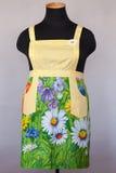 Żółty kuchenny żeński fartuch na mannequin fotografia royalty free