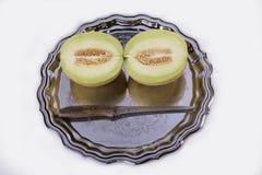 Żółty melon lub kantalup na starej tacy na białym backgrou zdjęcia stock