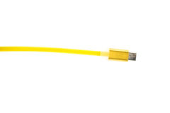 Żółty mikro usb włącznika kabel na białym tle Horyzontalna rama Fotografia Royalty Free