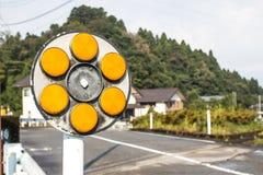 Żółty odbłyśnik obok drogi Zdjęcie Royalty Free