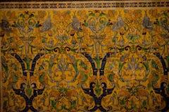 Żółty projekta wzór na ścianie budynek w Seville, Hiszpania, Zdjęcia Stock
