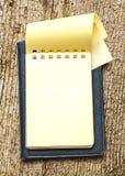 Żółty pusty notepad z otwartą stroną Zdjęcie Royalty Free