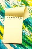 Żółty pusty notepad z otwartą stroną Obraz Royalty Free