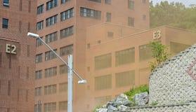 Żółty pył Otacza budynki Fotografia Stock