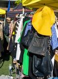 Żółty słońce kapeluszu rynku kram Obrazy Stock