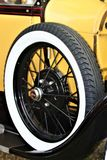 Żółty samochód i koło Obrazy Royalty Free