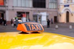 Żółty taxi dach, znak i Fotografia Royalty Free