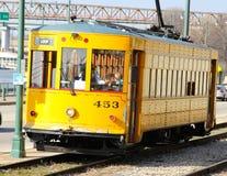 Żółty tramwaj w W centrum Memphis, Tennessee Obrazy Stock